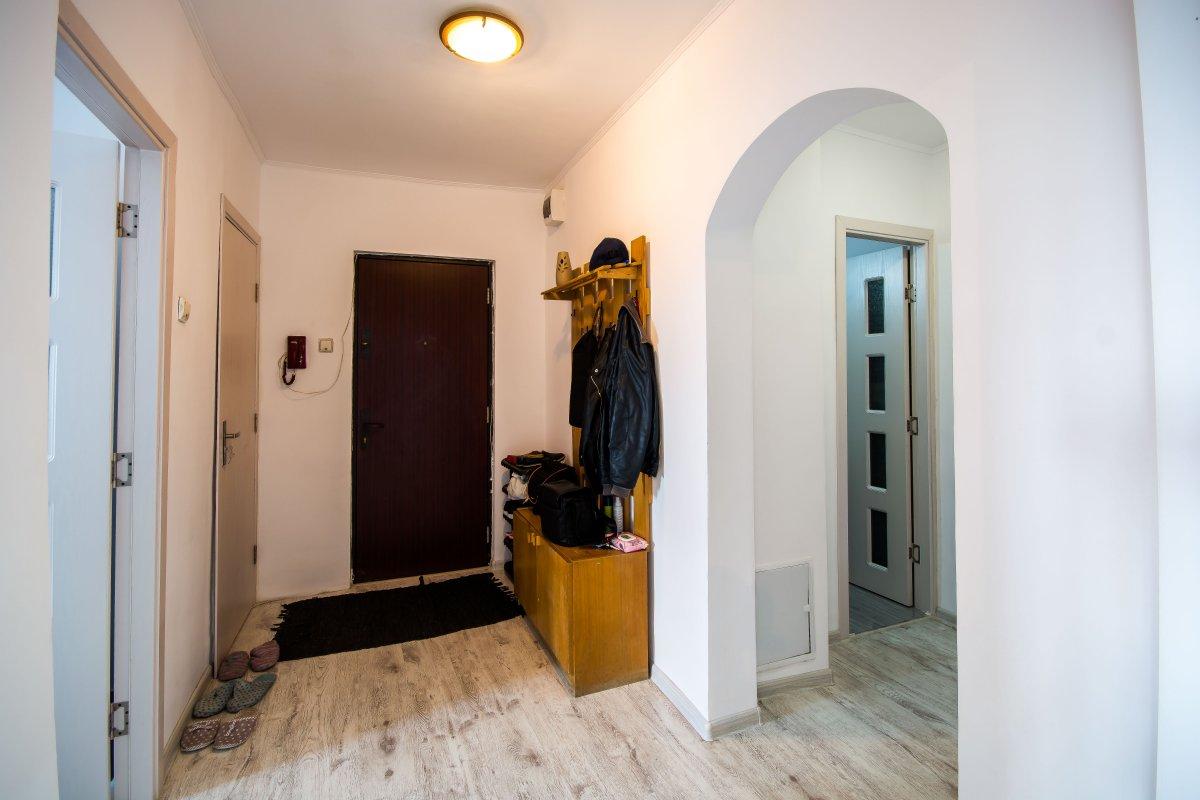 Un apartament MARE, frumos, bine impartit cu o pozitie excelenta!
