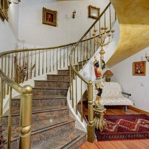 Vila spatioasa si eleganta potrivita pentru locuinta sau birou, Drumul Sarii!